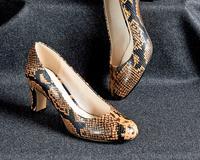 Купить недорого Туфли на каблуке с питоновым принтом id1996650105